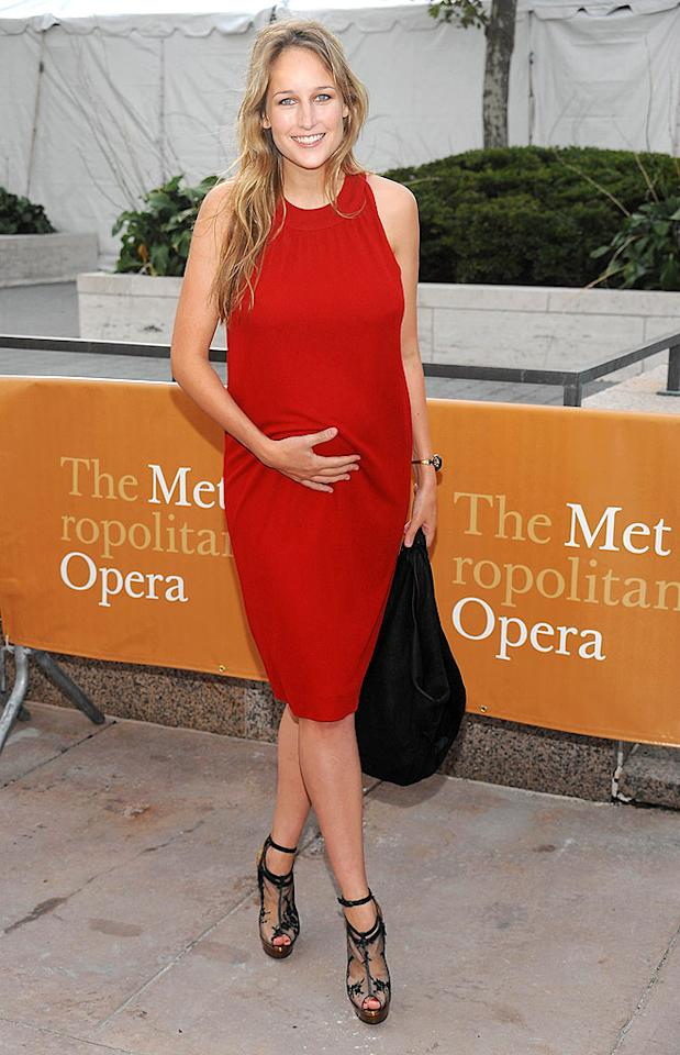 """Leelee Sobieski will become a first-time mom this holiday season. Dimitrious Kambouris/<a href=""""http://www.wireimage.com"""" target=""""new"""">WireImage.com</a> - September 21, 2009"""