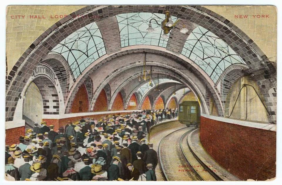 """<div class=""""inline-image__caption""""><p>Illustrated postcard of passengers waiting for the train below the the vaulted ceiling of the City Hall subway station, a.k.a, 1904. City Hall Loop, Manhattan, New York City.</p></div> <div class=""""inline-image__credit"""">Smith Collection/Gado/Getty</div>"""