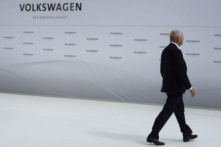 FILE PHOTO: Ferdinand Piech, pictured when chairman of the supervisory board of Volkswagen,  Wolfsburg, Germany, April 23, 2012. REUTERS/Fabian Bimmer/File Photo