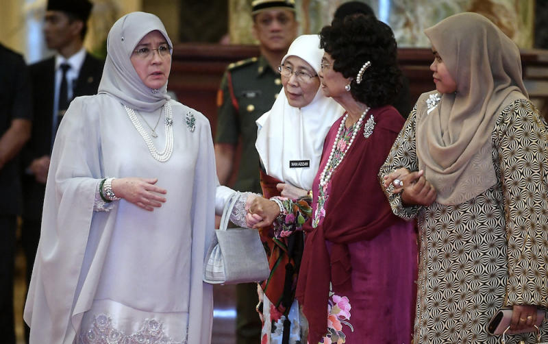 Tunku Azizah (left) today said she deactivated her Twitter account due to personal reasons. — Bernama pic