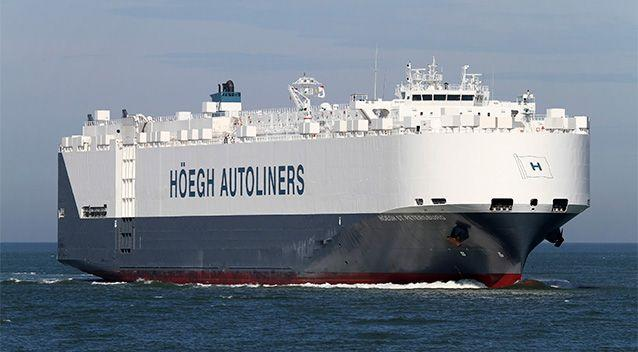 The Hoegh St Petersburg car carrier has reached the area in the southern Indian Ocean off Australia where two floating objects, suspected to be debris from the missing Malaysian jetliner, were spotted, the ship's owner said on March 20, 2014. Photo: Reuters.