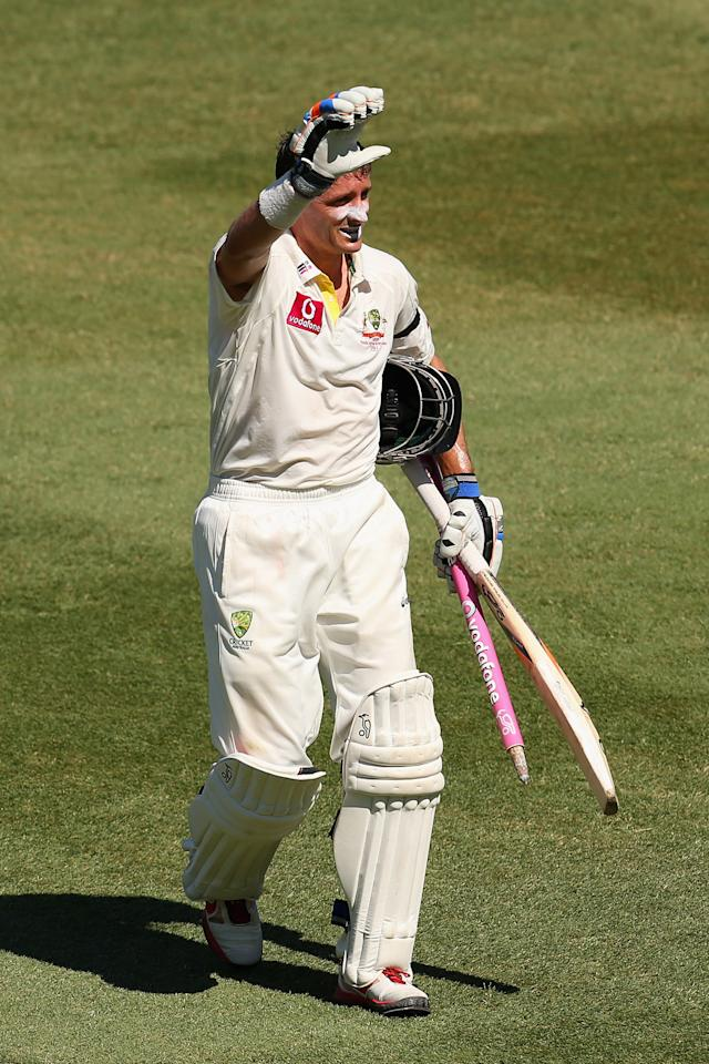 SYDNEY, AUSTRALIA - JANUARY 06:  Michael Hussey of Australia thanks the crowd after winning the test during day four of the Third Test match between Australia and Sri Lanka at Sydney Cricket Ground on January 6, 2013 in Sydney, Australia.  (Photo by Cameron Spencer/Getty Images)