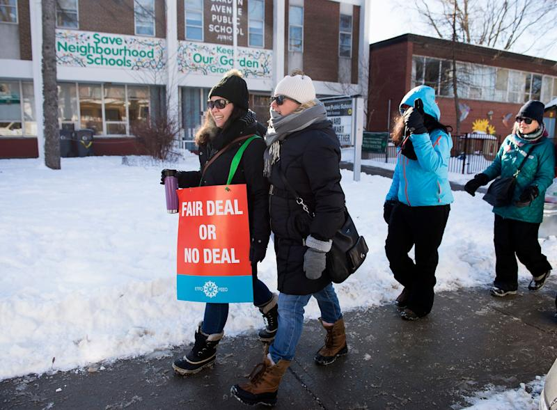 Teachers with the Elementary Teachers' Federation of Ontario strike in Toronto on Jan. 20, 2020. (Photo: Nathan Denette/Canadian Press)