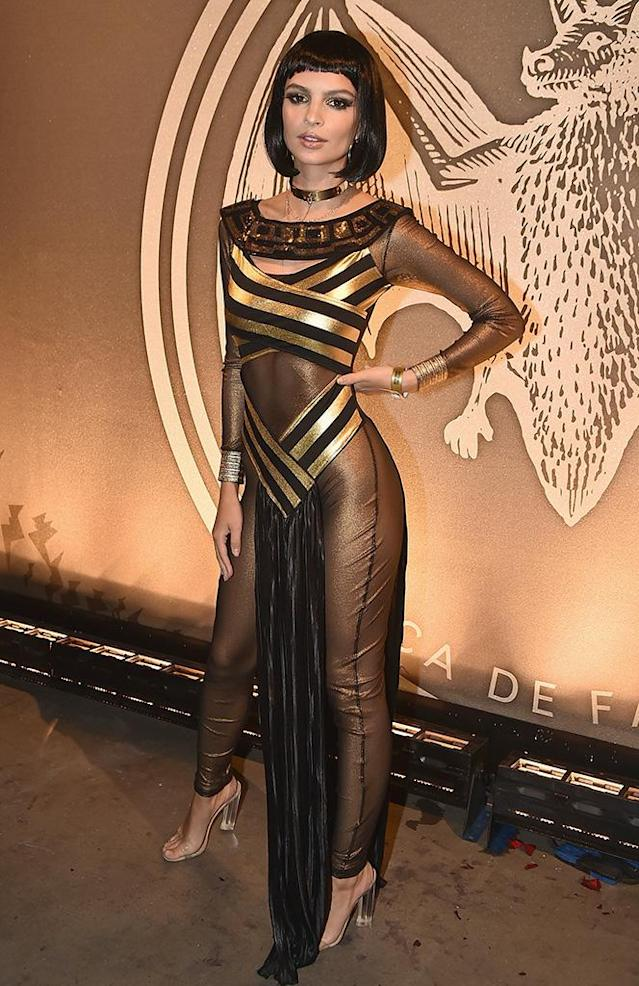 "<p>Cleopatra came to Brooklyn on Saturday when the <i>Gone Girl</i> actress channeled the goddess. A rather conservative choice for the brunette, who is typically outfitted like <a href=""https://www.instagram.com/p/BL40CHFjuev/?taken-by=emrata&hl=en"" rel=""nofollow noopener"" target=""_blank"" data-ylk=""slk:this"" class=""link rapid-noclick-resp""> this </a>. (Photo: Theo Wargo/WireImage) </p>"