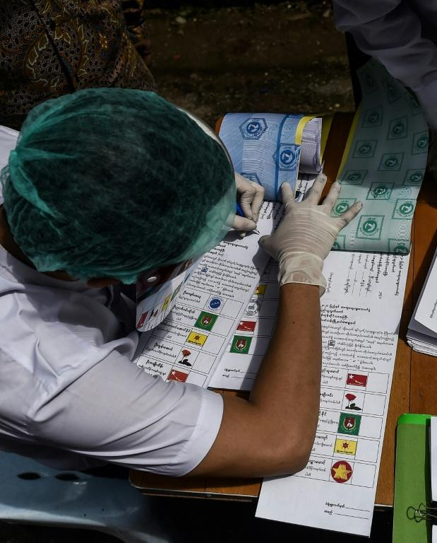 Experts say Aung San Suu Kyi's decision to ignore calls for the vote to be postponed amid pandemic is a gamble