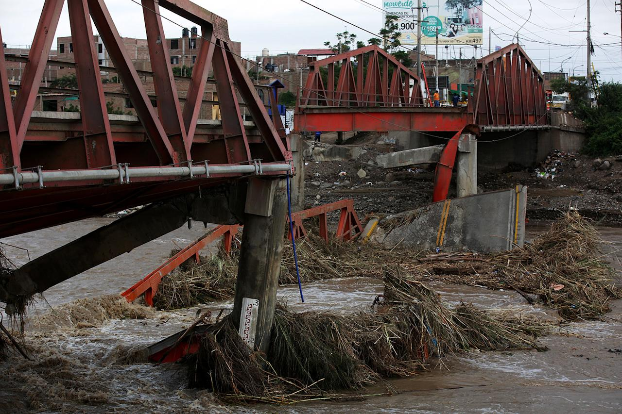 <p>The collapsed Viru bridge at the Pan American highway is shown after a massive landslide and flood in Trujillo, northern Peru, March 20, 2017. (Douglas Juarez/Reuters) </p>