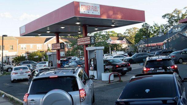 PHOTO: Cars line up for fuel at a gas station in Arlington, Va., May 12, 2021. (Xinhua News Agency via Getty Images/FILE)