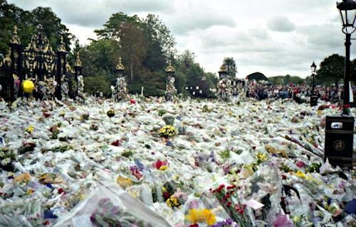 The flower tribute for Diana at Kensington Palace