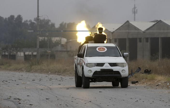 Fighters loyal to the Libyan internationally-recognized Government of National Accord (GNA) fire a heavy machine gun during clashes against forces loyal to strongman Khalifa Haftar, on May 21, 2019 in the Salah al-Din area south of the Libyan capital Tripoli. (Photo: Mahmud Turkia/AFP/Getty Images)