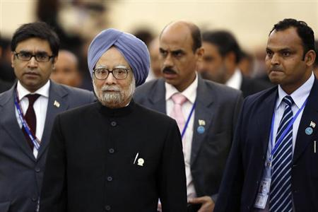 Indian Prime Minister Manmohan Singh (2nd L) is followed by his staff as he leaves a session of the 21st ASEAN (Association of Southeast Asian Nations) and East Asia summits in Phnom Penh November 20, 2012. REUTERS/Samrang Pring/Files