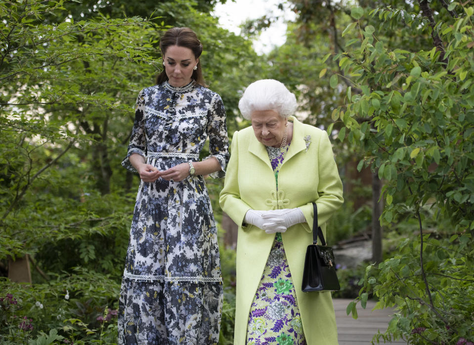 LONDON, ENGLAND - MAY 20: Queen Elizabeth II and Catherine, Duchess of Cambridge at the RHS Chelsea Flower Show 2019 press day at Chelsea Flower Show on May 20, 2019 in London, England. (Photo by Geoff Pugh - WPA Pool/Getty Images)