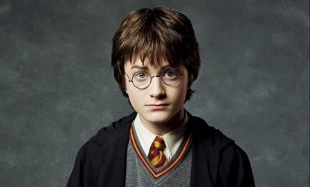 Ator Daniel Radcliff como Harry Potter.
