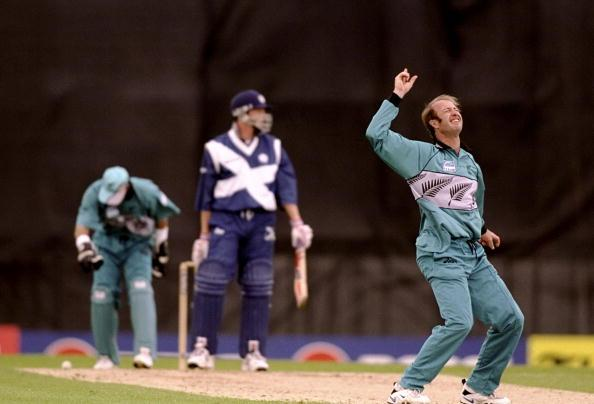 31 May 1999:  Chris Harris of New Zealand takes the wicket of John Blain of Scotland in the World Cup Group B game at Raeburn Place in Edinburgh, Scotland. New Zealand won by 6 wickets to qualify for the Super Sixes. \ Mandatory Credit: Craig Prentis /Allsport
