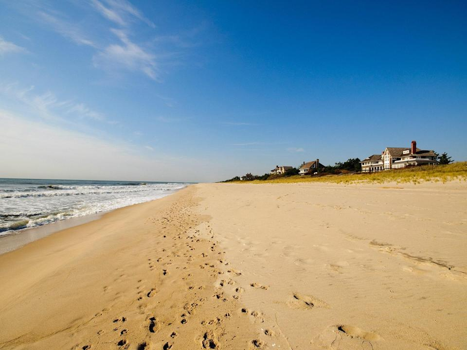 """Oh, <a href=""""http://www.cntraveler.com/features/2007/02/The-Hamptons?mbid=synd_yahoo_rss"""" rel=""""nofollow noopener"""" target=""""_blank"""" data-ylk=""""slk:the Hamptons"""" class=""""link rapid-noclick-resp"""">the Hamptons</a>. We could put together an entire slideshow devoted to Long Island's South Fork. Bumper-to-bumper traffic delivers you to a beach for all tastes: Mecox Beach in Bridgehampton and Indian Wells Beach in Amagansett for families, Gibson Beach in Sagaponackfor the finely attired. Main Beach in East Hampton (pictured) has topped a <a href=""""http://nypost.com/2013/05/24/east-hamptons-main-beach-tops-annual-list-of-best-beaches-in-us/"""" rel=""""nofollow noopener"""" target=""""_blank"""" data-ylk=""""slk:national best beach list"""" class=""""link rapid-noclick-resp"""">national best beach list</a>—and what's not to like?"""