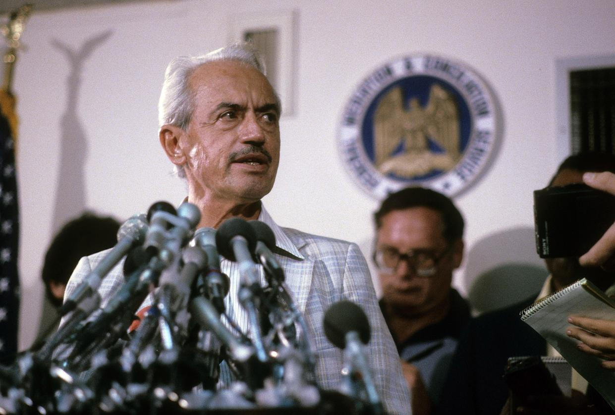CIRCA 1970'S: Executive Director Marvin Miller of the Major League Baseball Players Association (MLBPA) circa mid 1970's hold a press conference. (Photo by Focus on Sport/Getty Images)