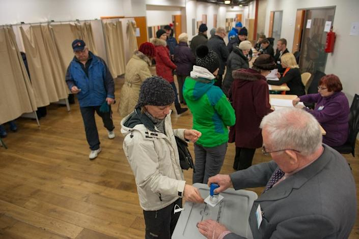 Voters are seen at a polling station during a parliamentary election in Tallinn on March 1, 2015 (AFP Photo/Raigo Pajula)