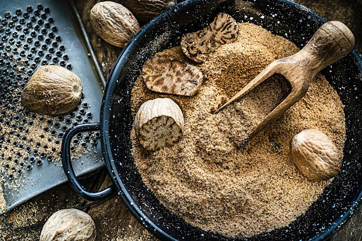 """<div><p>""""Grate nutmeg. Easy to do and life changing.""""</p><p>—<a href=""""https://www.buzzfeed.com/sistersisterssister"""" rel=""""nofollow noopener"""" target=""""_blank"""" data-ylk=""""slk:sistersisterssister"""" class=""""link rapid-noclick-resp"""">sistersisterssister</a></p></div><span> Fcafotodigital / Getty Images</span>"""