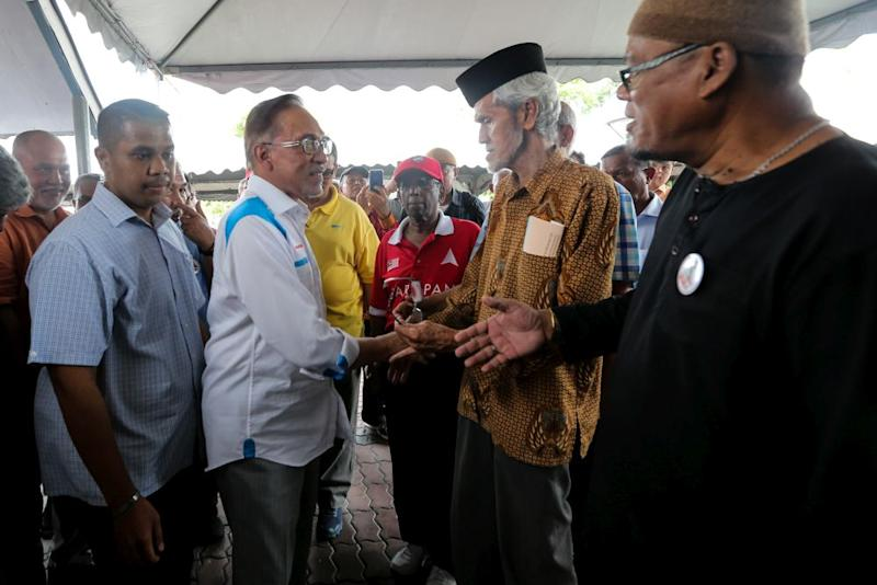 Datuk Seri Anwar Ibrahim greets army veterans while campaigning at the Bayu Beach Resort in Port Dickson October 12, 2018. — Picture by Ahmad Zamzahuri