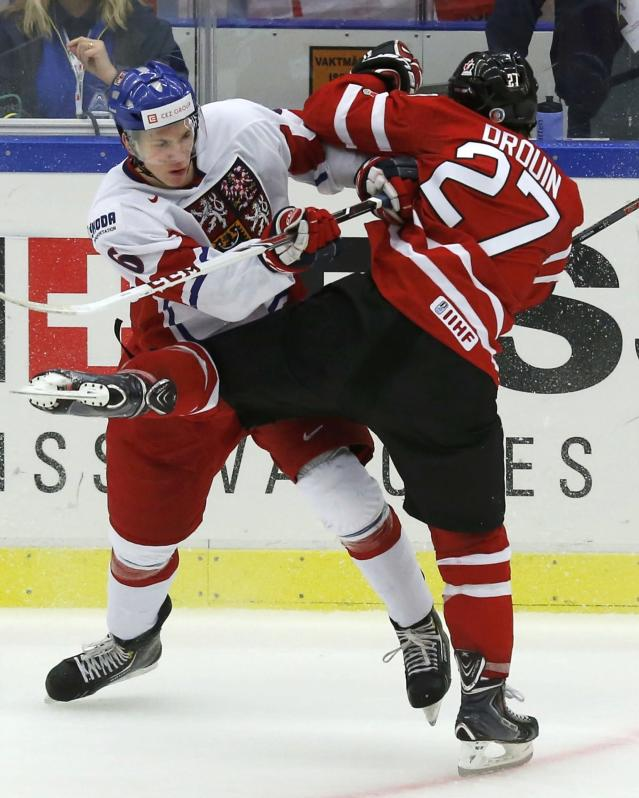 Czech Republic's Ronald Knot (L) checks Canada's Jonathan Drouin during the second period of their IIHF World Junior Championship ice hockey game in Malmo, Sweden, December 28, 2013. REUTERS/Alexander Demianchuk (SWEDEN - Tags: SPORT ICE HOCKEY)