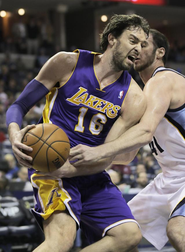 Los Angeles Lakers' Pau Gasol (16), of Spain, is pressured by Memphis Grizzlies' Kosta Koufos during the first half of an NBA basketball game in Memphis, Tenn., Tuesday, Dec. 17, 2013. (AP Photo/Danny Johnston)