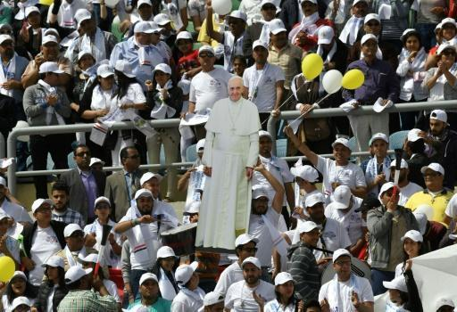Pope Francis leads mass for thousands of Egyptian Catholics