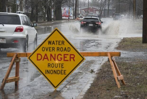 The St. John River is forecast to rise to 6.6 metres in Fredericton on Saturday, but no properties or roads will be under threat, says New Brunswick EMO. (Stephen MacGillivray/The Canadian Press - image credit)