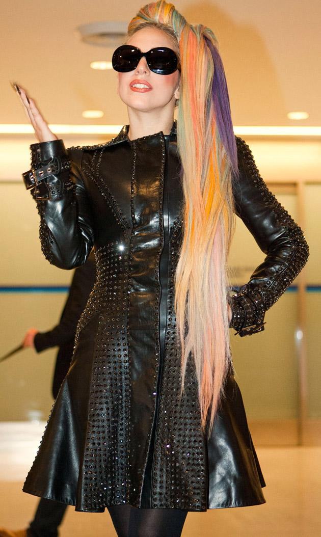 lady-gaga-rainbow-hair-japan.jpg
