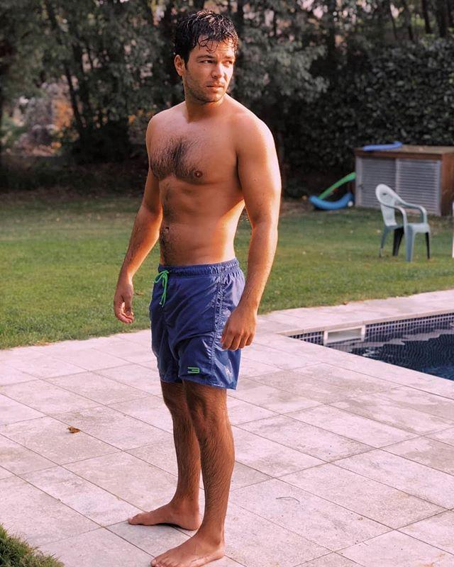 "<p><strong>Carlos Serrano Clark</strong> se pone filosófico disfrutando del ocaso en la piscina. </p><p><a href=""https://www.instagram.com/p/B1jlIu8izGg/"">See the original post on Instagram</a></p><p><a href=""https://www.instagram.com/p/B1jlIu8izGg/"">See the original post on Instagram</a></p><p><a href=""https://www.instagram.com/p/B1jlIu8izGg/"">See the original post on Instagram</a></p><p><a href=""https://www.instagram.com/p/B1jlIu8izGg/"">See the original post on Instagram</a></p><p><a href=""https://www.instagram.com/p/B1jlIu8izGg/"">See the original post on Instagram</a></p>"