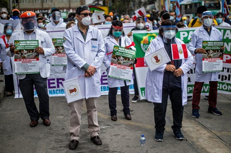 Health workers in Peru, the Latin American country with the most deaths per million inhabitants, demanded better protection gear in a September 2020 demo in Lima