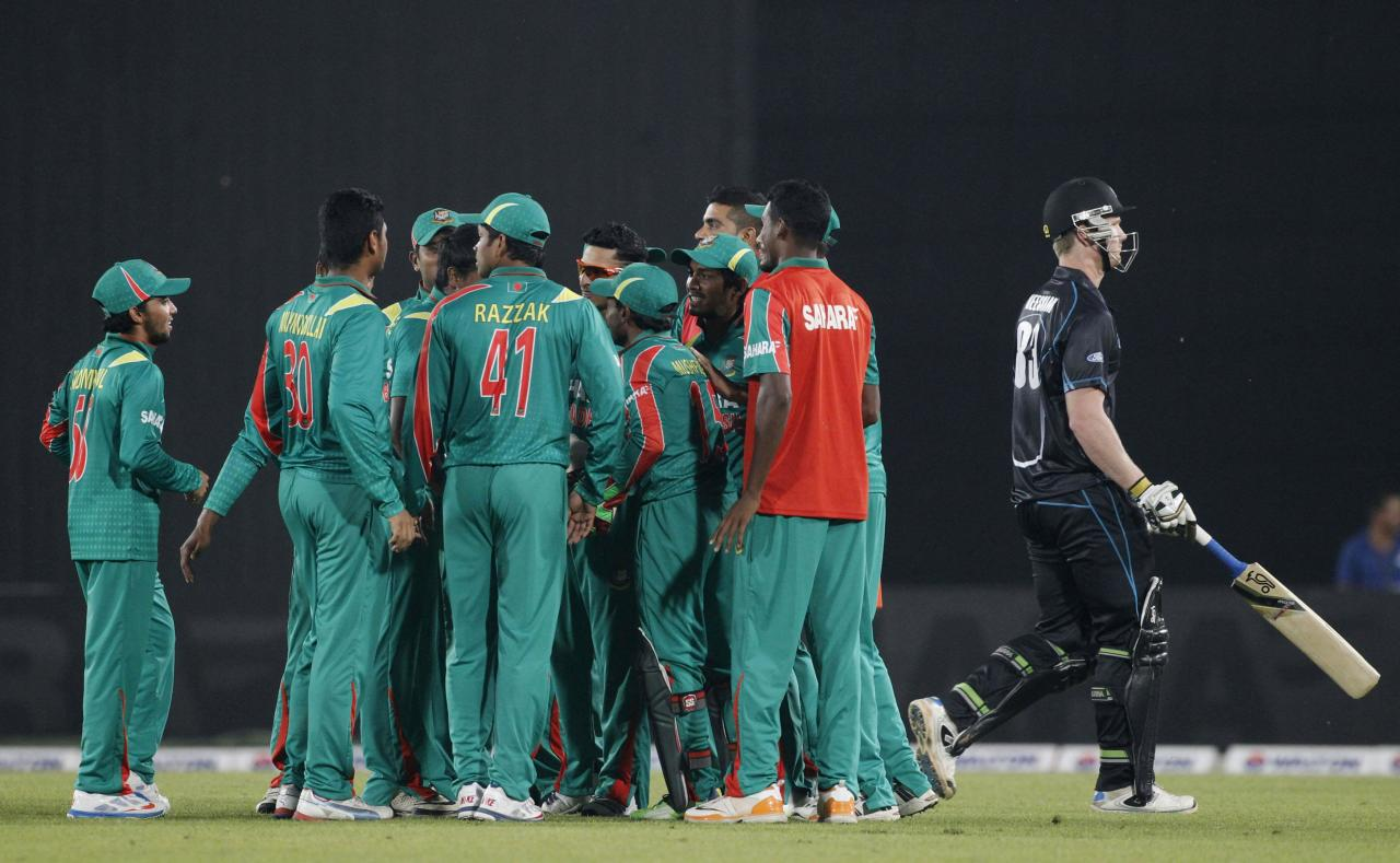 New Zealand's James Neesham (R) leaves the field as Bangladesh's fielders celebrates his dismissal and a hattrick by Rubel Hossain during their first one-day international (ODI) cricket match in Dhaka October 29, 2013. REUTERS/Andrew Biraj (BANGLADESH - Tags: SPORT CRICKET)