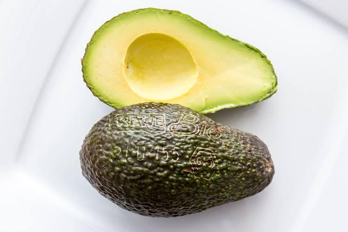 There's a reason Avocados are so popular with women all over the world, not only do they taste good but they also aid weight loss! Most people who have successfully managed to shed off kilos based solely on diets have incorporated avocados into their daily meals, especially breakfast!