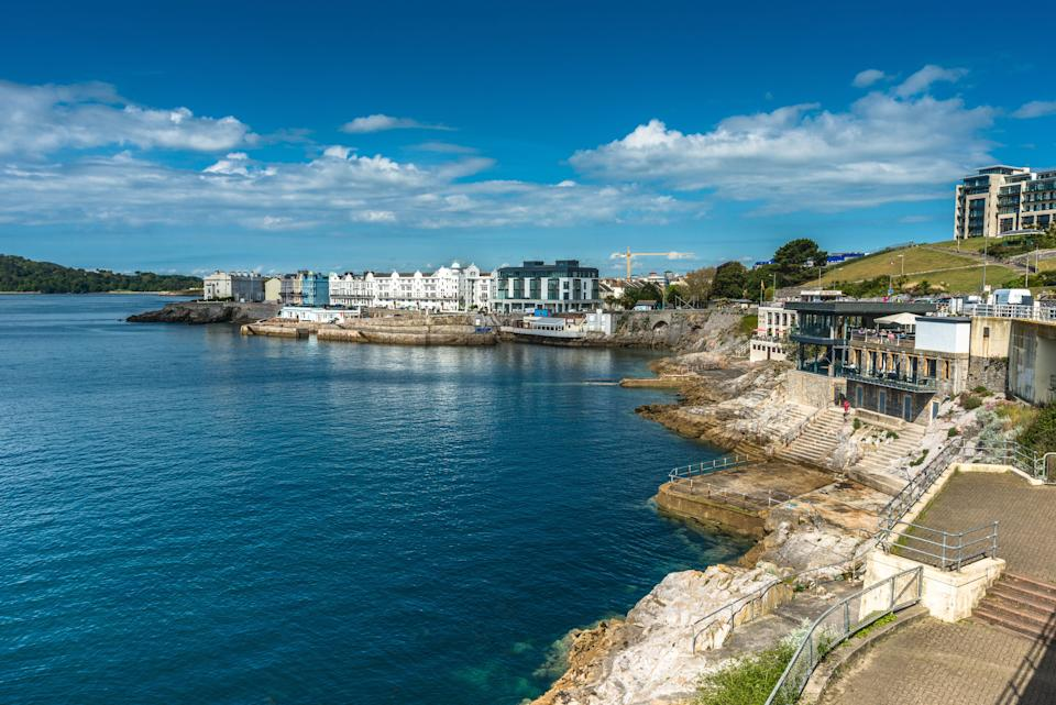 <strong>Coastal views out to Plymouth sound from Plymouth Hoe in Devon, England, UK.</strong> (Photo: Andrew Michael via Getty Images)