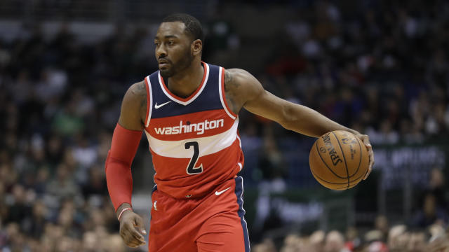 """Wizards star <a class=""""link rapid-noclick-resp"""" href=""""/nba/players/4716/"""" data-ylk=""""slk:John Wall"""">John Wall</a> played 41 minutes against the Hornets on his ailing left knee. (AP)"""