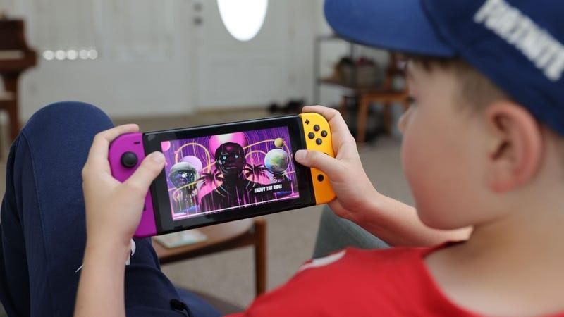 A kid playing a Nintendo Switch