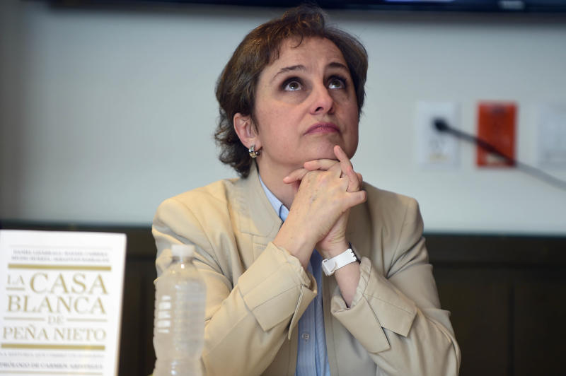 "Mexican journalist Carmen Aristegui during a meeting with members of the media at the Editorial Group Random House Mondadori'offices in Mexico City, on July 21, 2016. Aristegui and four other journalists referred to the recently published book ""La Casa Blanca de Pena Nieto"" (Pena Nieto's White House) and about the lawsuit presented against them by MVS radio and television group president Joaquin Vargas. / AFP / ALFREDO ESTRELLA (Photo credit should read ALFREDO ESTRELLA/AFP via Getty Images)"
