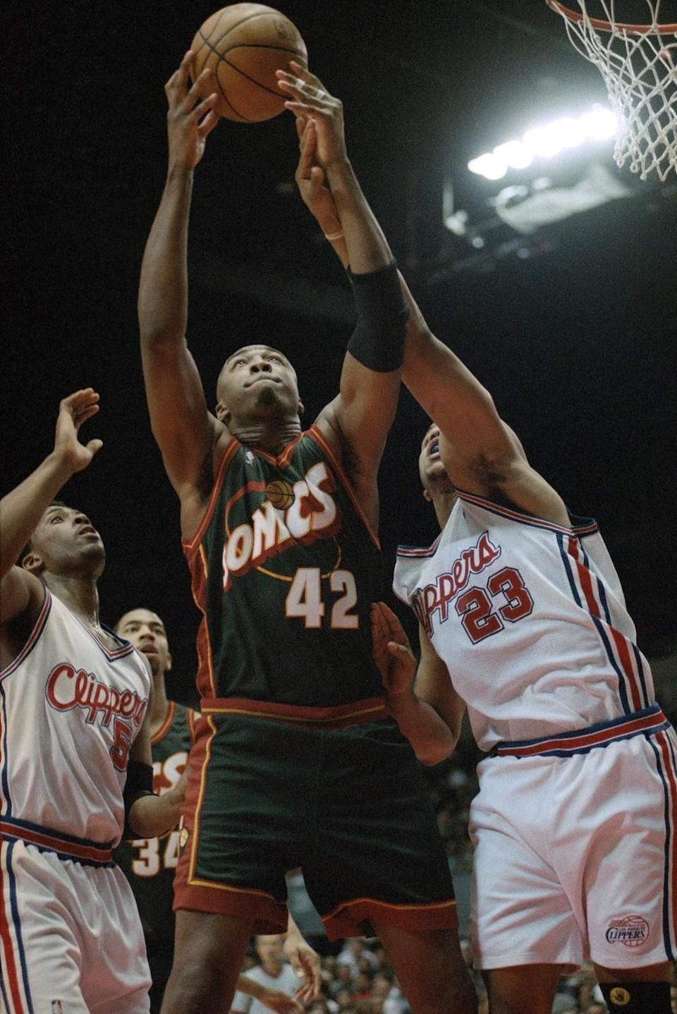 SuperSonics forward Vin Baker pulls down a rebound against the Clippers in 1999.
