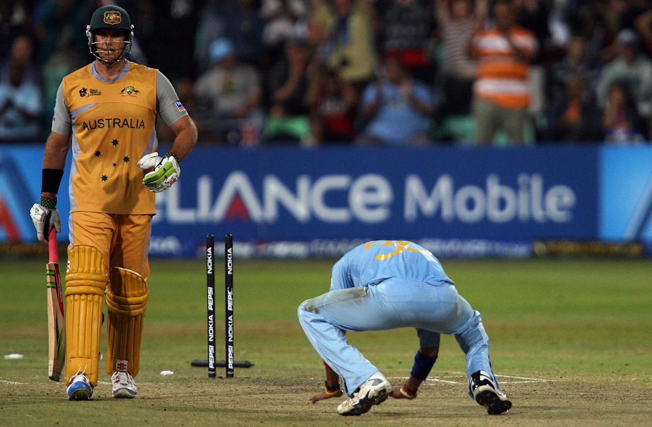 Australian cricket team batsman Matthew Hayden leaves the ground as  Indian pacer Sreesanth (R) celebrates his wicket during the second semi-final of the ICC World Twenty20 at the Kingsmead Cricket Stadium in Durban, 22 September 2007.   AFP PHOTO / Saeed KHAN