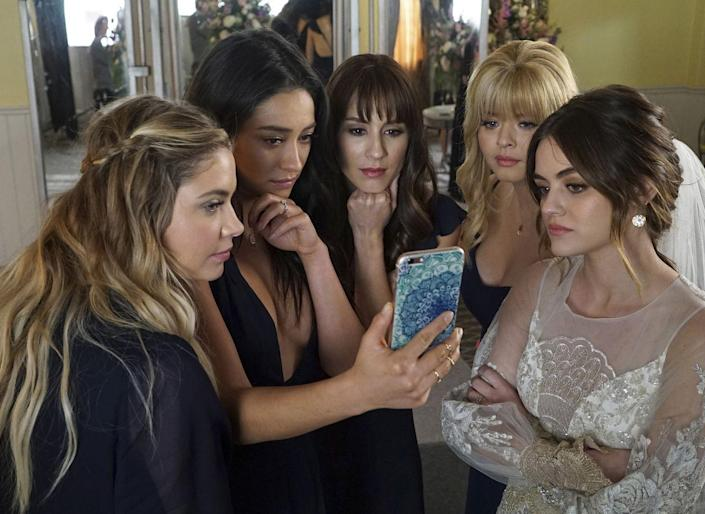 There's A 'Pretty Little Liars' Reboot Coming And We Are Literally So Confused