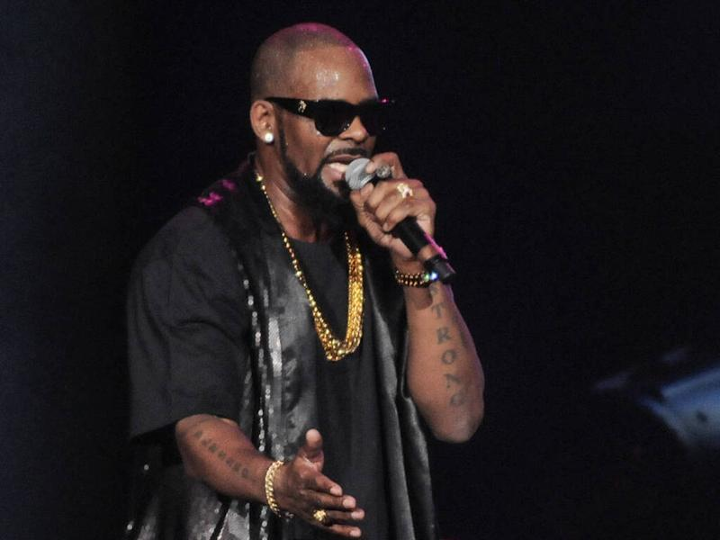 R. Kelly nearly stabbed with a pen during jailhouse attack