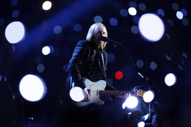 <p>Tom Petty performs at halftime during Super Bowl XLII in Glendale, Ariz., Feb. 3, 2008. (Photo: Julie Jacobson/AP) </p>