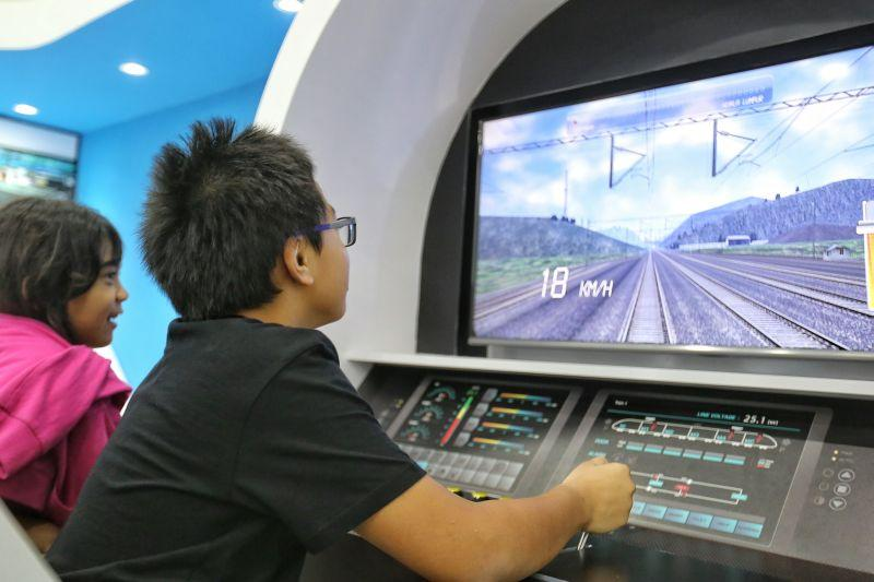 Malaysia scraps high-speed railway to Singapore to