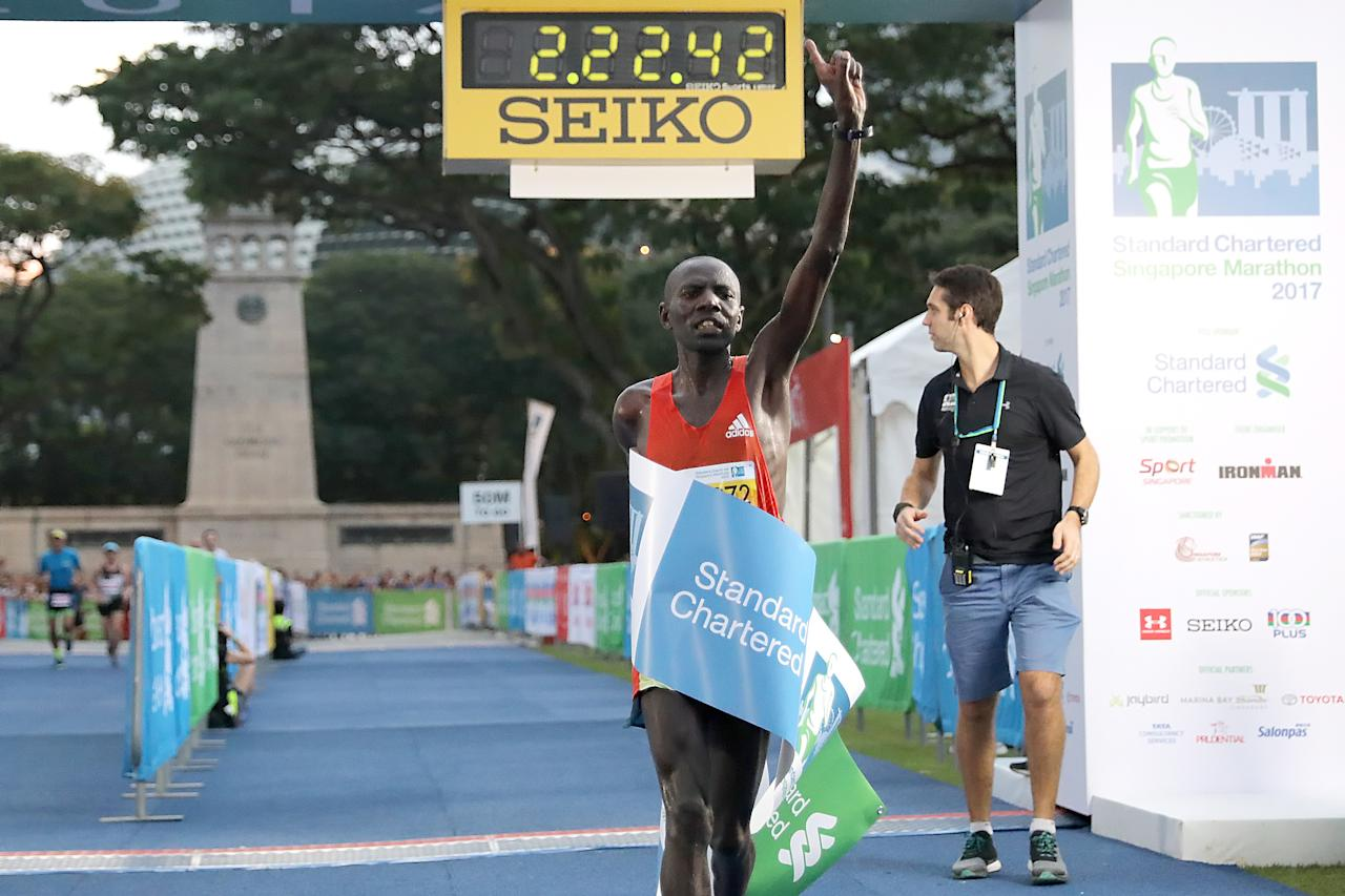 <p>Kenyan runner Cosmas Koech Kimutai, with an official timing of 02:22:48, was the first to complete the full marathon at Standard Chartered Singapore Marathon 2017.<br />Photo: Standard Chartered Singapore Marathon 2017 </p>