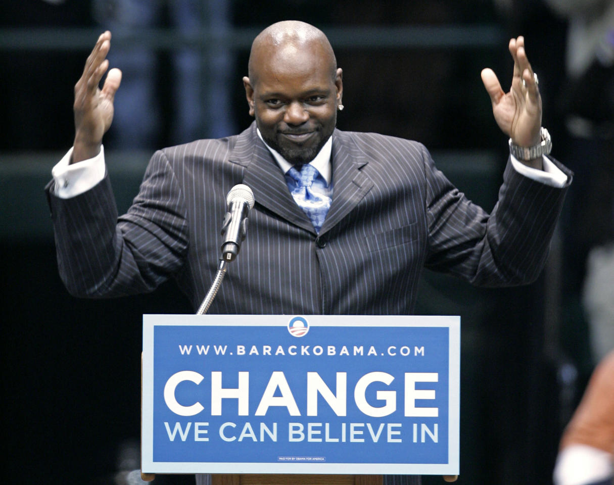 Former Dallas Cowboys running back and television sports analyst, Emmitt Smith acknowledges cheers from supporters in attendance at a campaign stop for Democratic presidential hopeful, Sen. Barack Obama, D-Ill., where Smith helped introduce him at a rally in Dallas, Wednesday, Feb. 20, 2008. (AP Photo/Tony Gutierrez)