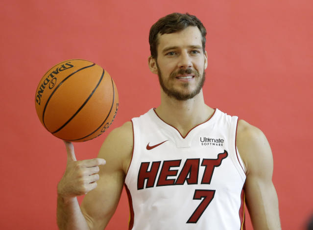 "<a class=""link rapid-noclick-resp"" href=""/nba/players/4507/"" data-ylk=""slk:Goran Dragic"">Goran Dragic</a> just wants to give a big ol' thumbs up to the whole idea of <a class=""link rapid-noclick-resp"" href=""/nba/teams/mia/"" data-ylk=""slk:Miami Heat"">Miami Heat</a> basketball. (AP)"