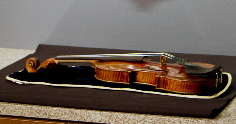 The 300-year-old Stradivarius violin that was taken from the Milwaukee Symphony Orchestra's concertmaster in an armed robbery is on display for the media after it was recently recovered, in Milwaukee, Wisconsin February 6, 2014. The Stradivarius violin worth millions of dollars, which was stolen from a concert violinist in an armed robbery last week, has been recovered from a suitcase in the attic of a Milwaukee house, law enforcement officials said on Thursday. REUTERS/Darren Hauck (UNITED STATES - Tags: CRIME LAW ENTERTAINMENT SOCIETY)
