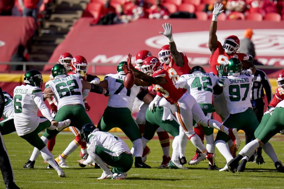 New York Jets place kicker Sergio Castillo (6) has his field goal attempt blocked by Kansas City Chiefs safety Armani Watts (23). (AP Photo/Jeff Roberson)