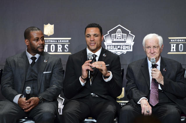 No one could've imagined how angry Chiefs fans would be with Tony Gonzalez on the night he was named to the Pro Football Hall of Fame. (AP)