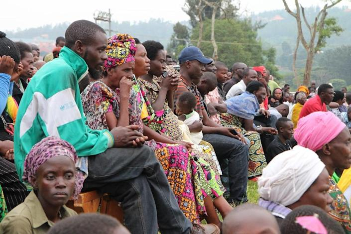Rwandan citizens listen to speeches ahead of the referendum on amending the constitution to allow President Paul Kagame to run for a third term, in the capital Kigali on December 16, 2015 (AFP Photo/Stephanie Aglietti)