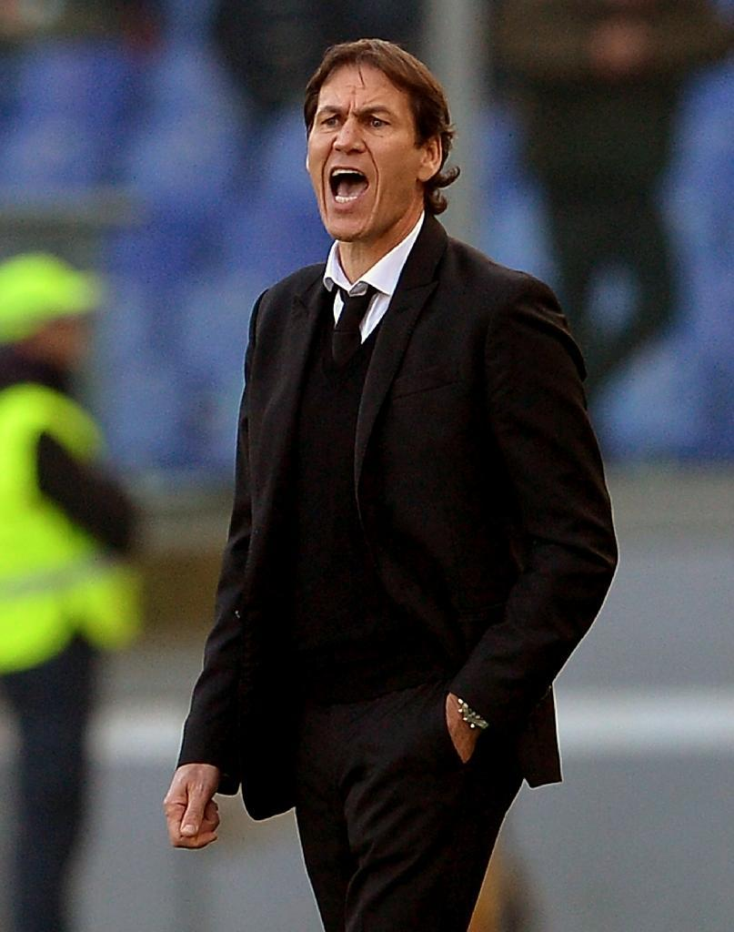 Roma coach Rudi Garcia reacts during his side's Serie A match against Genoa at the Olympic Stadium in Rome on December 20, 2015 (AFP Photo/Tiziana Fabi)