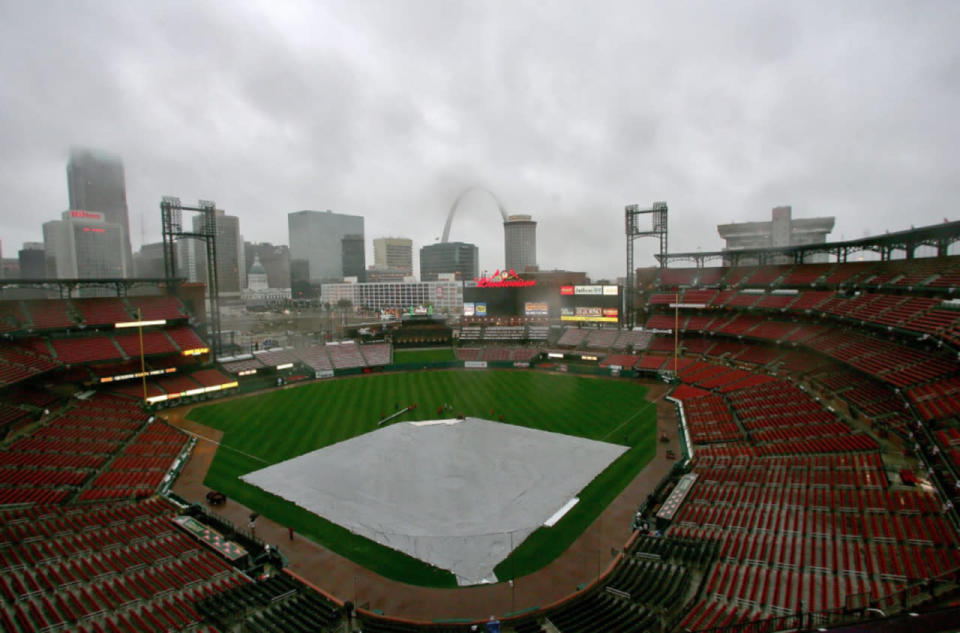 St. Louis's worst power outage left Cardinals fans clambering to seek shelter